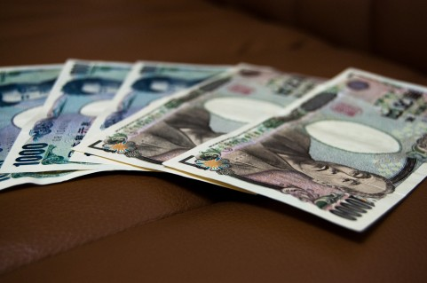 お金1万円札いっぱい